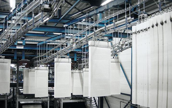 Produktionslinje och JIT buffertering för madrasser